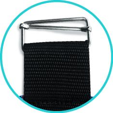 Detalle de la hebilla metálica empleada en las Prendas Protectoras Veterinarias PPV.